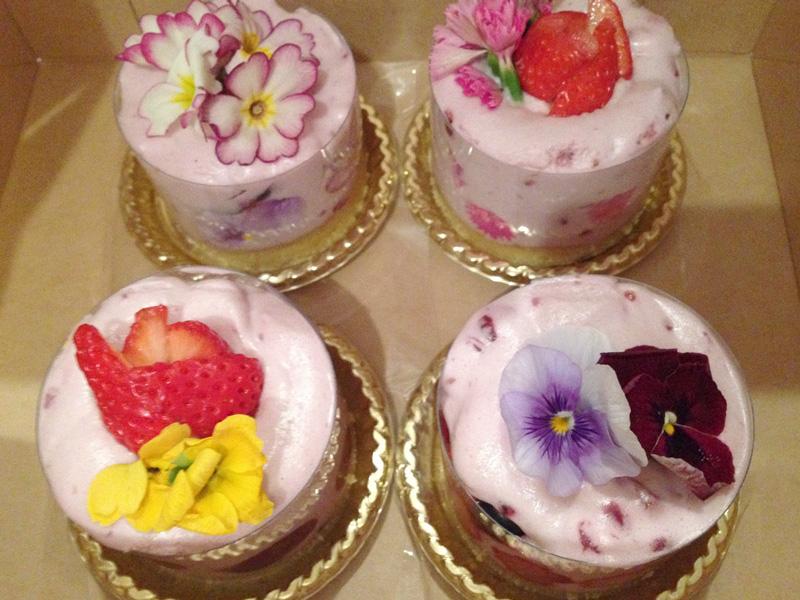 シアターカフェ 個展「ひらく とじる ひらく」 いただいたケーキ