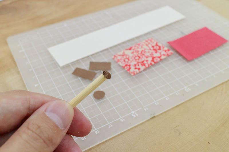 豆巻物:軸に紙を貼る1