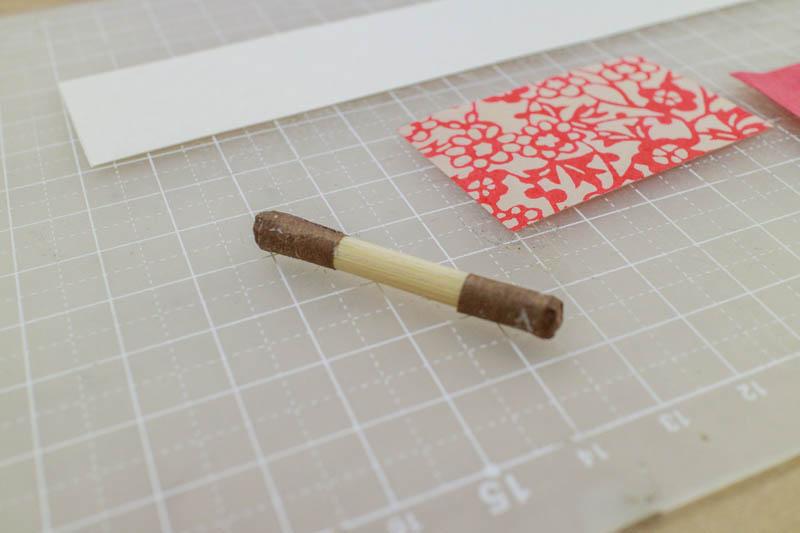 豆巻物:軸に紙を貼る2