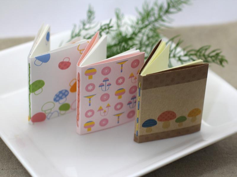 夢画廊 豆本ワークショップ「3種のきのこ模様の糸綴じ豆ノート」